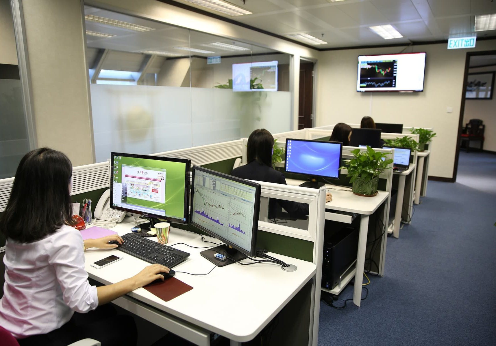 IT Services desks Ventilate the workplace